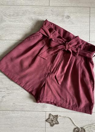 Женские классические шорты размер s