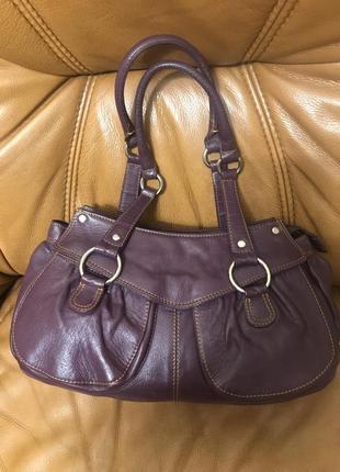 Вместительная сумка багет из мягкой кожи