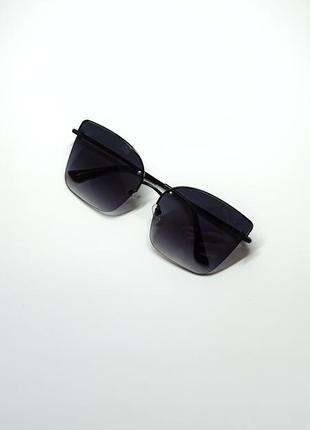 Солнцезащитные очки  чёрные