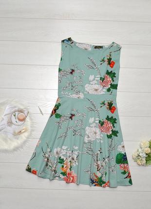 Красиве плаття в квітковий принт.