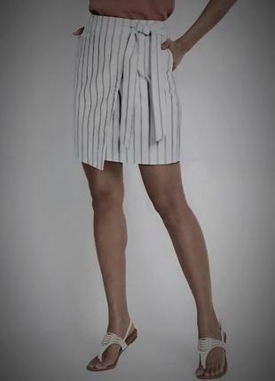 Стильная полосатая юбка в полоску на запах с поясом и высокой посадкой