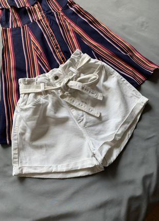 Джинсовые белые шорты с поясом