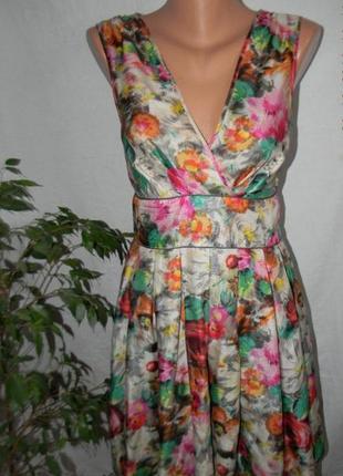 Шикарное платье из натурального шелка без рукавов в цветочный принт