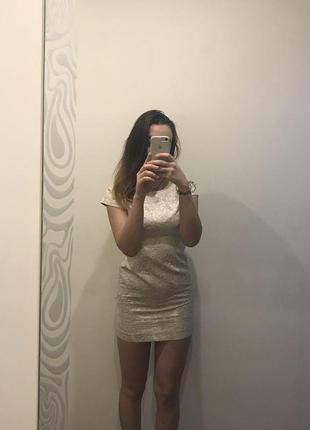 Короткое платье mohito
