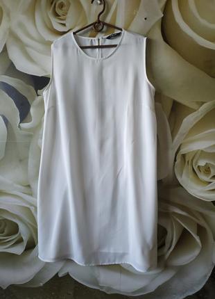 Базовое белое платье прямого кроя