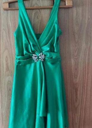 Красивое изумрудное нарядное платье