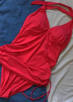 Сдельный купальник насыщенного яркого цвета