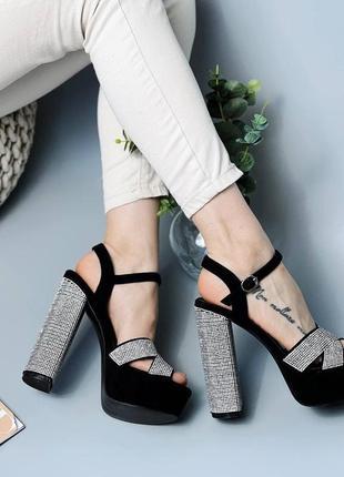 Женские крутые босоножки на высоком устойчивом каблуке 37 размера