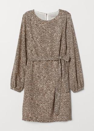 Стильное платье с поясом объёмными рукавами влеопардовый принт