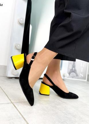 Туфли с открытой пяточкой на каблуке замшывые