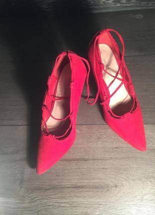 Шикарные туфли на шпильке с переплётом спереди 😍😍