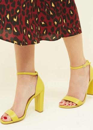 Классные босоножки на толстом каблуке,яркие желтые босоножки,босоножки 39р