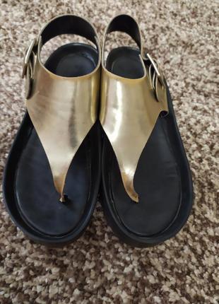 Мега удобные кожаные босоножки сандалии бренда quiz 39-40 размера
