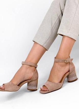 Босоножки бежевые женские на каблуке