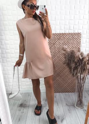 Женское короткое платье волан