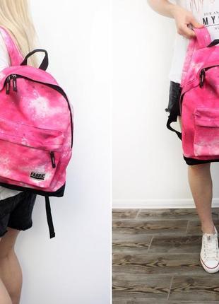 Нежный, вместительный рюкзак