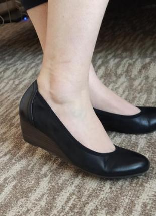 Кожаные туфли tamaris 38-39 размер