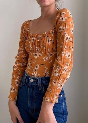 Літня квіткова блузка на довгий рукав приталена