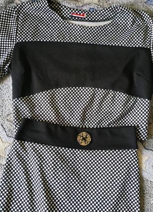 Стильный облегающий костюм с юбкой, размер с/м.