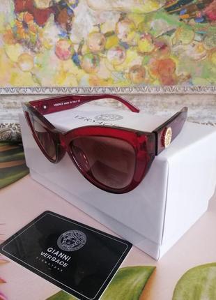 Эксклюзивные красные брендовые солнцезащитные женские очки лисички крутые с фирменной коробкой