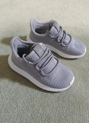 Фирменные,очень легкие кроссовки adidas