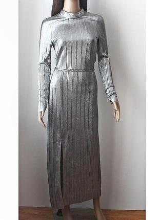 Шикарное серебряное платье с разрезом