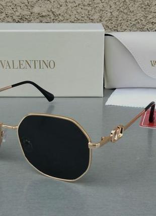 Valentino стильные женские солнцезащитные очки черные в золотой металлической оправе