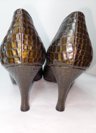 Вінтажні мідні туфлі дорогого італійського бренду mario valentino