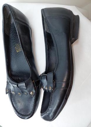Шкіряні туфлі мокасини