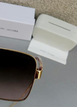Marc jacobs модные женские солнцезащитные очки коричнево бордовый градиент в золотом металле с цепочкой9 фото