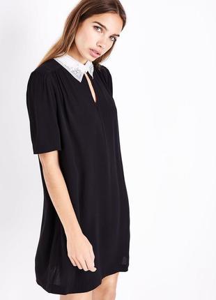New look платье чёрное прямое трапеция с белым воротником с жемчугом классическое