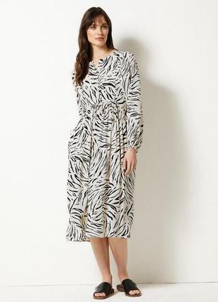 Платье длини миди в принт зебра черно белое
