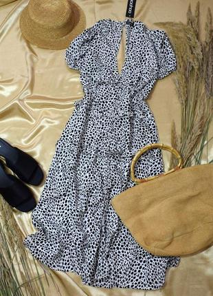 Легке плаття міді з принтом і гудзиками