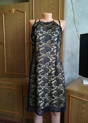 Гипюровое платье с подкладкой.