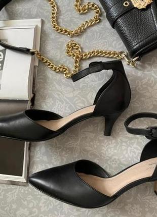 Классические кожаные туфли на удобном каблуке, 39 р.