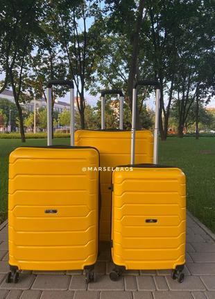 Качественный чемодан!!!полипропилен ,дорожная сумка ,сумка на колёсах ,надёжный ,двойные колеса,кодовый замок