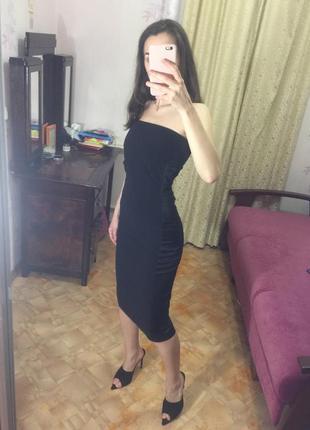 Чёрное облегающее платье с открытыми голыми плечами вечернее платье karen millen миди