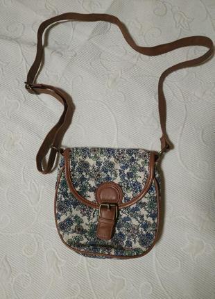 Милая сумочка в цветочный принт
