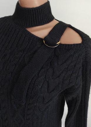 Очень красивый, жененственный свитерок с открытым плечом
