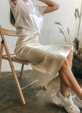 Сатиновая миди юбка на высокой посадке песочного цвета