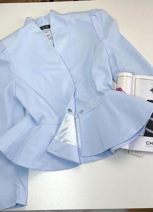 Небесного голубий піджак сток з баскою