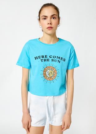 Голубая кроп футболка koton с принтом и надписью солнце here comes the sun, beatles4 фото