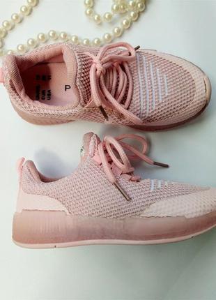 Нежно-розовые кроссовки primark р 28. стелька 17см