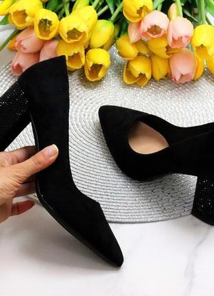 Туфли со стразами оригинальный каблук