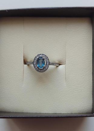 Серебряное кольцо с голубым топазом и фианитами