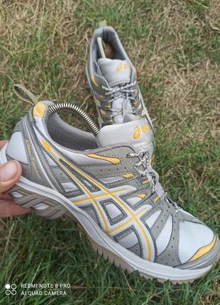 Бомбезные кроссовки asics gel-track