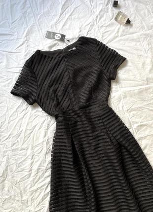 Красивое чёрное классическое  платье миди