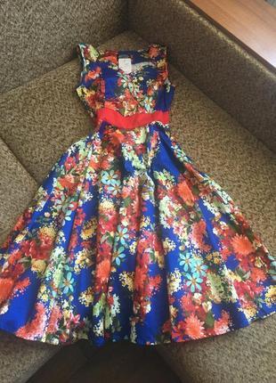 Яркое платье из стрейч котона