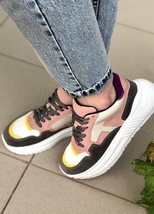 Кросівки жіночі3 фото