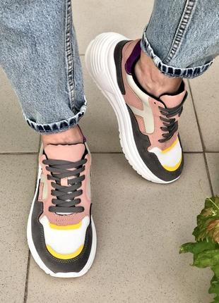 Кросівки жіночі8 фото